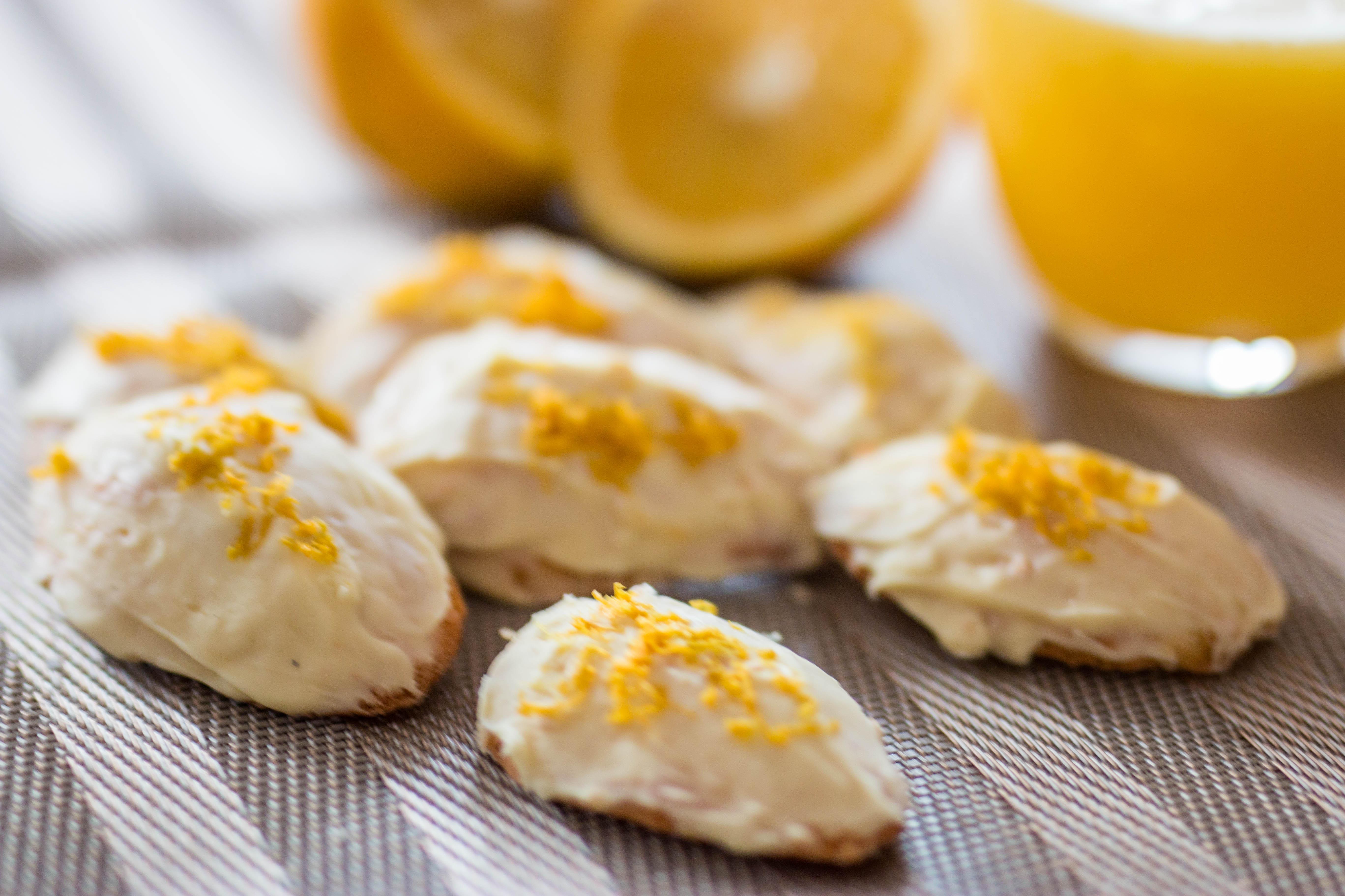 Orangen-Madeleines mit weißer Schokolade