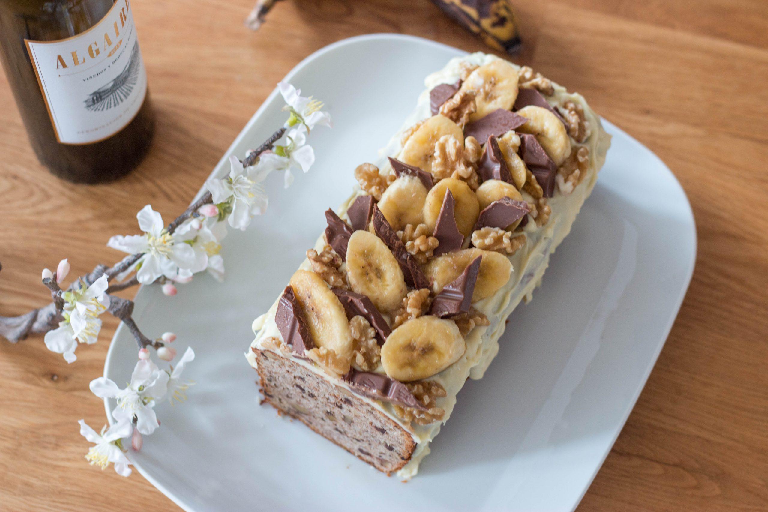 Bananen-Walnuss-Kuchen mit Schokolade