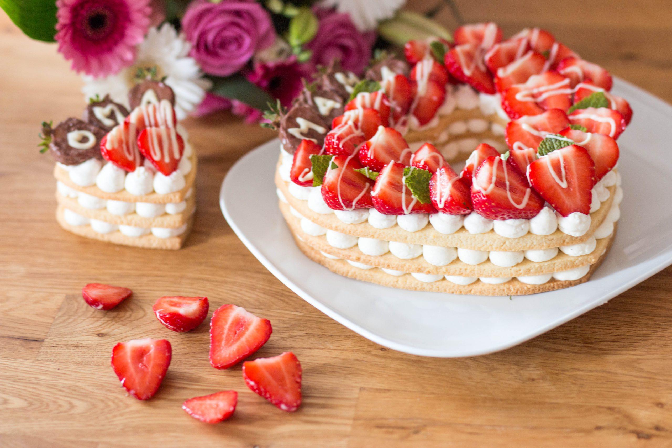 Erdbeer-Herzkuchen - Letter cake zum Muttertag